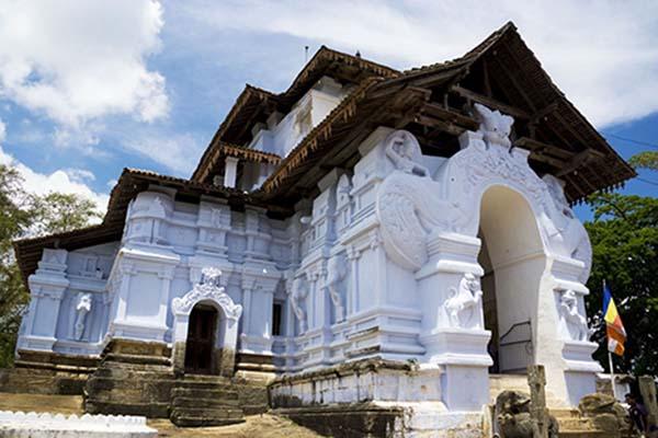 Lankatilaka-Temple-Siyathra