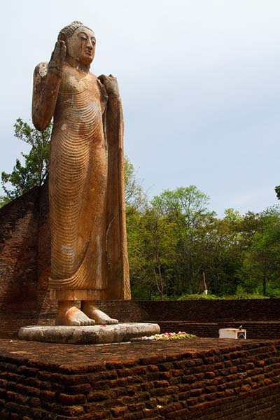 Maligawila-Buddha-Statue-Siyathra